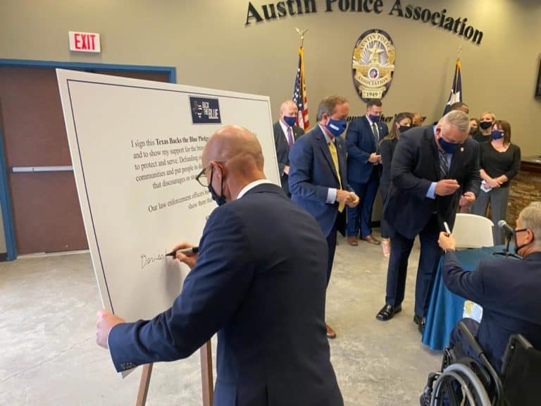 """Signing the """"Back the Blue"""" pledge"""